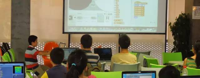 他用网络教程教孩子学编程,无意间培养出少儿编程神童-少儿编程教育网