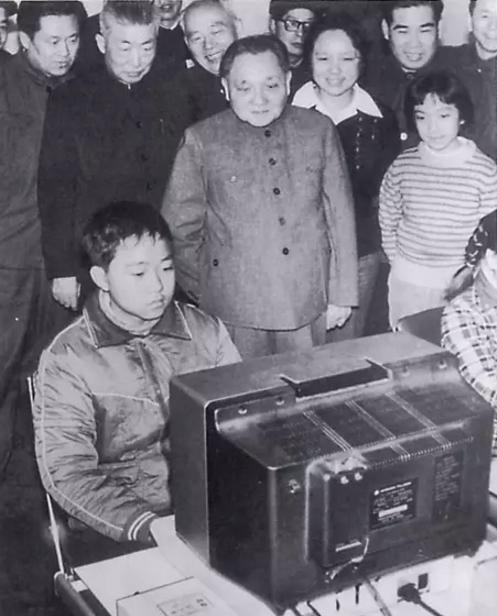邓小平:中国的计算机少儿编程教育要从娃娃抓起!