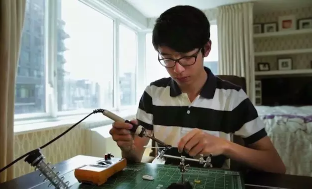 15岁少年自学编程,为老年痴呆症的爷爷做出最温暖发明!-少儿编程教育网