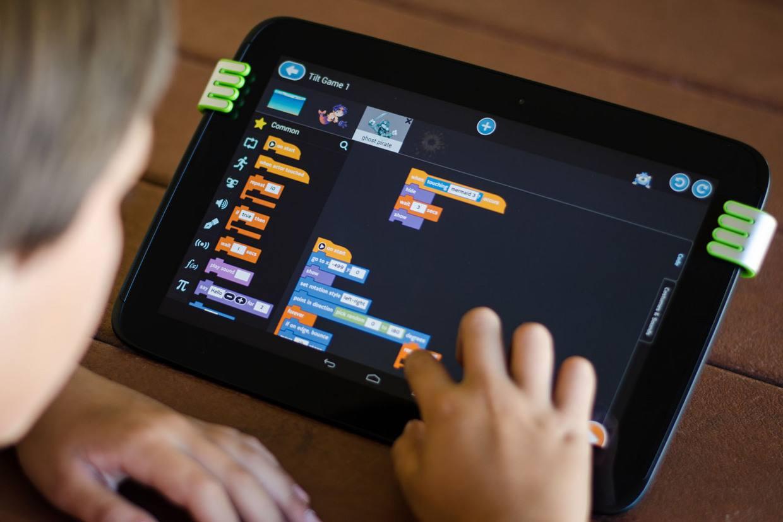 Tynker少儿编程游戏,让孩子们学习编程控制无人机和机器人!