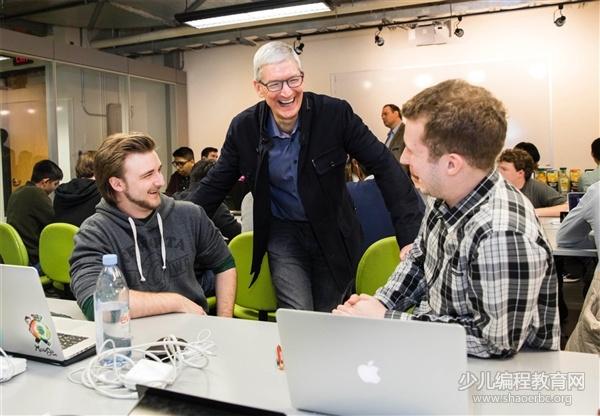 库克宣布苹果捐赠2500万元:帮助中国30万名贫困学生脱贫!-少儿编程教育网