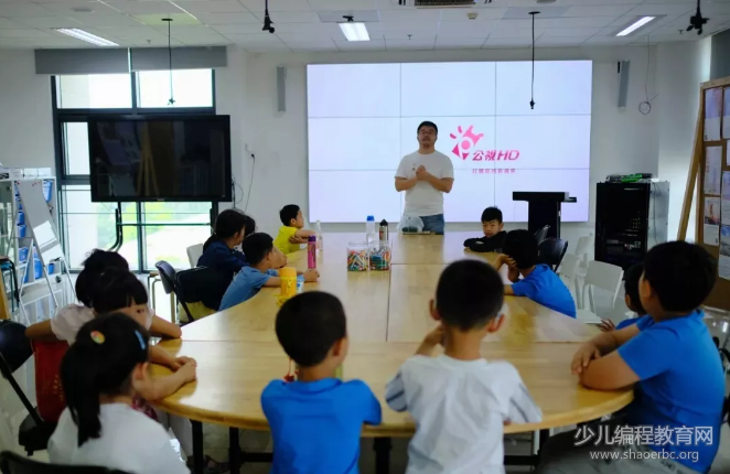 """清华大学终身学习实验室:来上一节""""不插电的少儿编程课"""""""