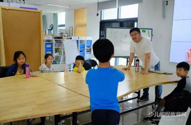 """清华大学终身学习实验室:来上一节""""不插电的少儿编程课""""-少儿编程教育网"""