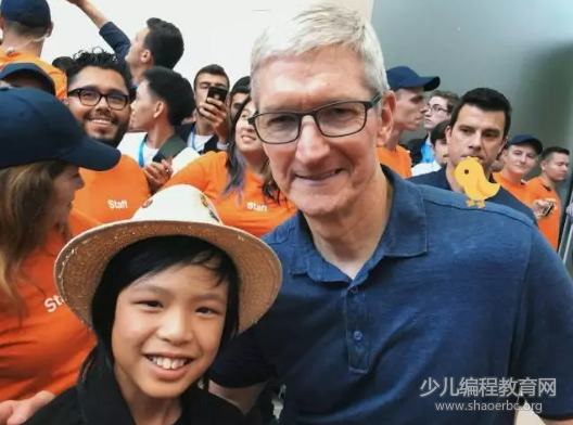 苹果CEO库克为什么连续2年邀请这个男孩参加WWDC?