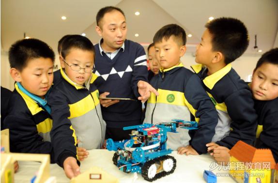 15岁中国女孩受邀世界顶尖科学家论坛,优秀的孩子拥有这3个特质!-少儿编程教育网